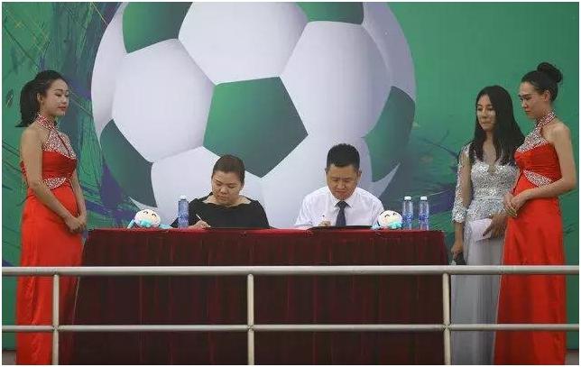 """黑白足球插上绿色翅膀,吉祥物""""小梦""""萌翻大江南北"""