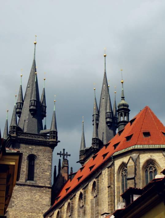 佩特辛公园山顶上的佩特任了望塔是推荐一去的,这是俯视布拉格城区