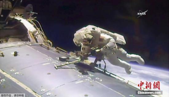 国际空间站宇航员太空漫步 安装新摄像机(图)