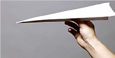 男生玩纸飞机获全国冠军:哈一口气真能飞更远