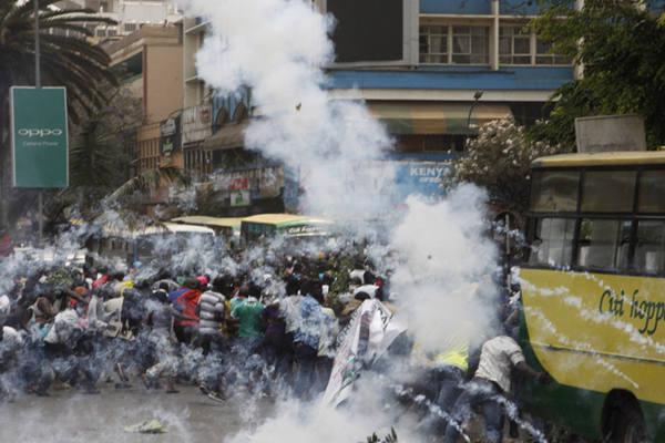 肯尼亚反对派再举行示威抗议 警方使用催泪弹驱逐