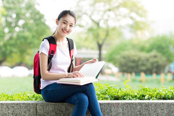 英国华裔学生更易取得高分 应试成绩好
