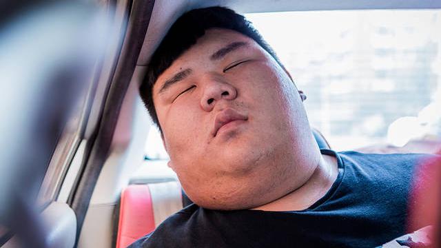 天津男孩病后离奇爆肥 每天睡18小时还困