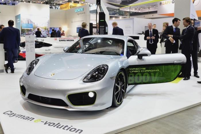 保时捷展示电动概念车