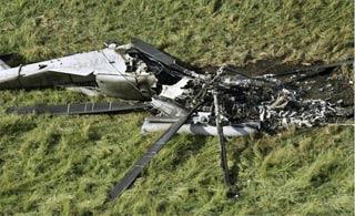 美军最大直升机在冲绳着陆时起火 烧得只剩残渣