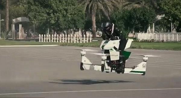 洋气!迪拜警方引进飞行摩托 可飞到5米高空中