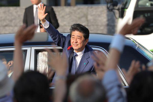 安倍晋三现身街头发表演讲 为大选拉票