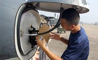 空军运12运输机机首雷达曝光