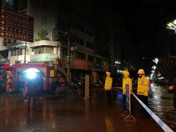 四川通江山体崩塌砸断天然气管,当地一小时疏散居民118户