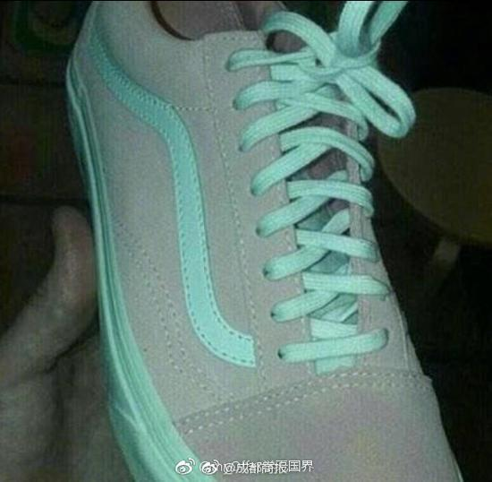 这个鞋到底是灰绿还是粉白?网友炸锅了