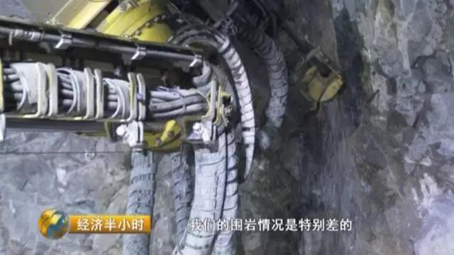 中国的大桥竟然会空天津裸钻中旋转!中国造桥术真的逆天了