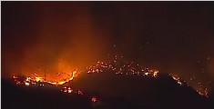 美国:加州林火持续肆虐 至少21人死亡