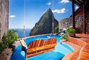 8个新奇特色的酒店泳池