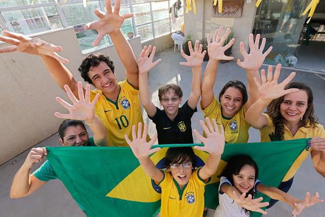 """巴西""""六指家族""""迎小生命继承六指遗传"""