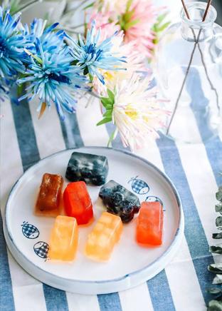 五颜六色的格子水果冻