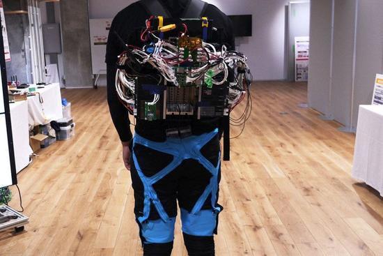 机器外骨骼研究获突破 首次具备协助转向能力