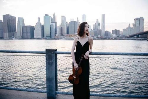 中国侨网身心全都沉浸在音乐中的黄怀䄖