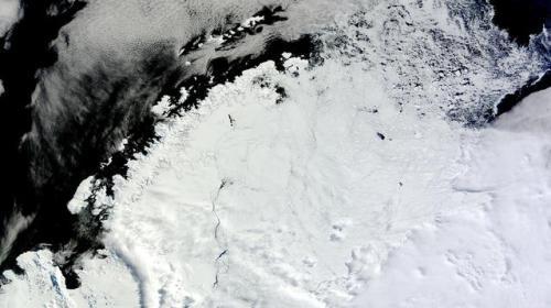 神秘巨洞曾离奇关闭 42年后再次出现在南极洲