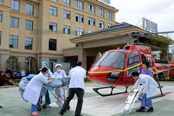 浙江一患者乘坐直升机转院看病