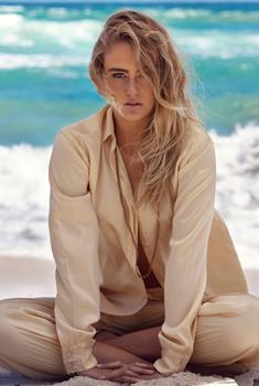 女模斯蒂芬妮·史密斯沙滩写真