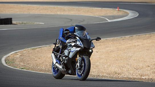 机器人摩托车手亮相
