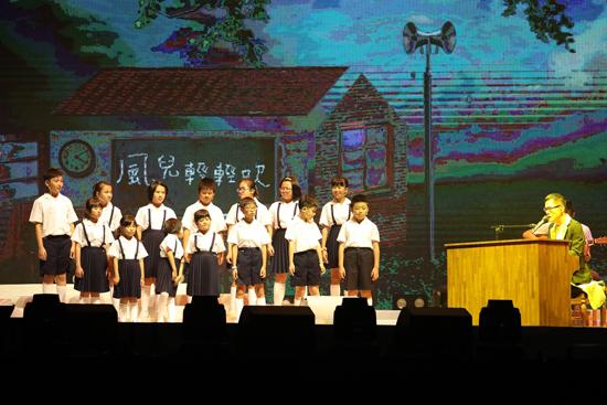 罗大佑挑战台风雨!台北演唱会爆满燃炸小巨蛋
