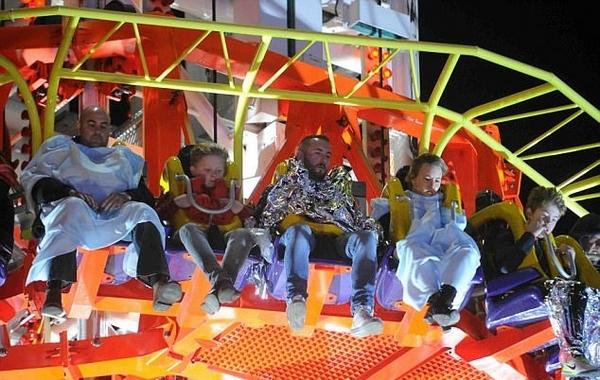 英游乐场跳楼机发生故障 游客被困半空长达7小时