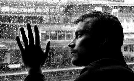 """俄民调:年轻人比老年人更易罹患""""假期抑郁症"""""""