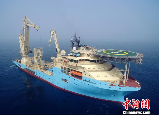 中国出口首艘超深水海工作业船在大连交付