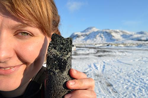 冰岛试验二氧化碳捕捉工厂:变石头永久储存在地下