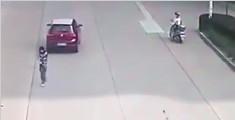 少女被撞飞身上车后落地