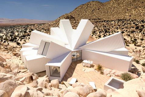加州荒漠建创意住宅 似坠落的外星飞船