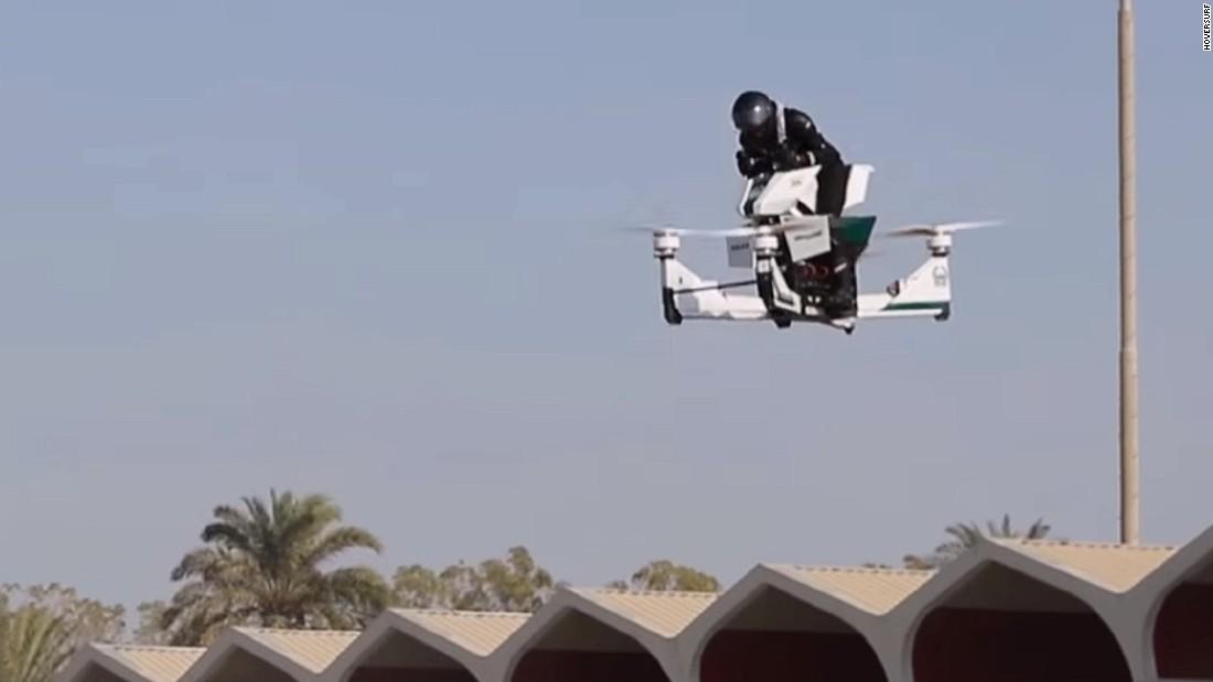 迪拜飞天警车试飞 动力澎湃拔地而起