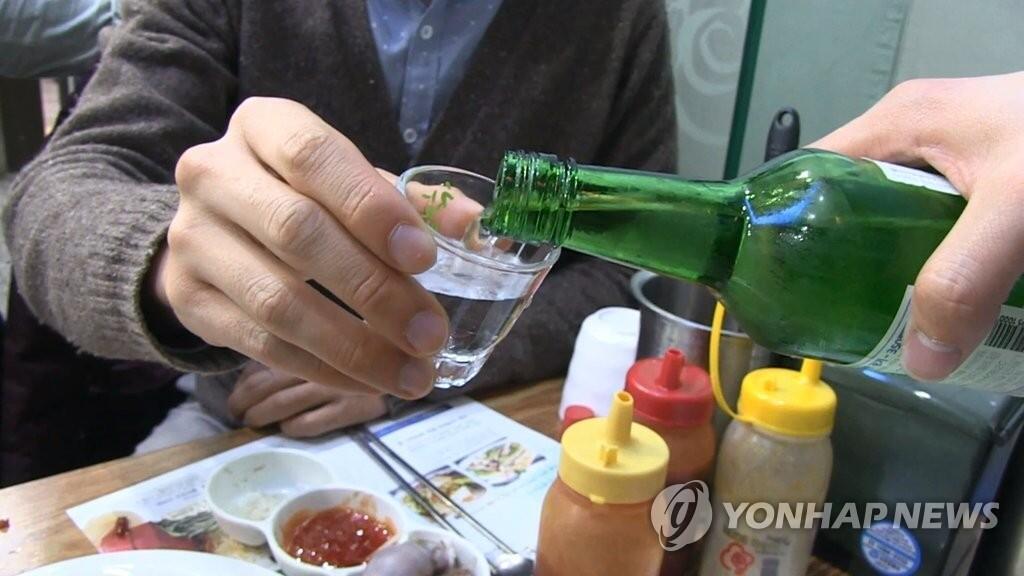 研究:少量饮烧酒仍会引发癌症 戒酒有利健康