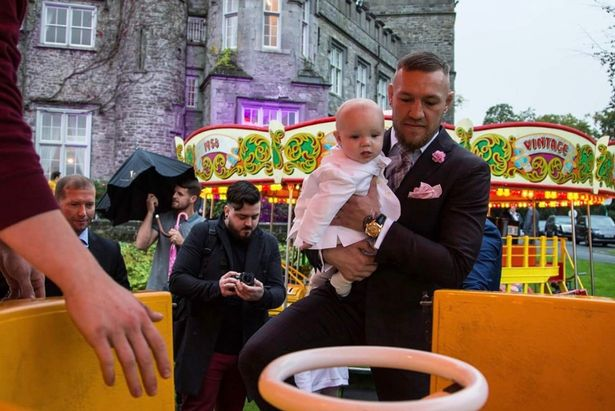 爱尔兰拳击冠军为儿子办奢华洗礼如嘉年华