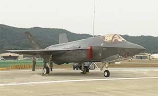 美军4架2型隐身战机参加韩国航展