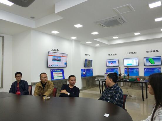 联接工业机器人 五一科技创建工业机器人互联网