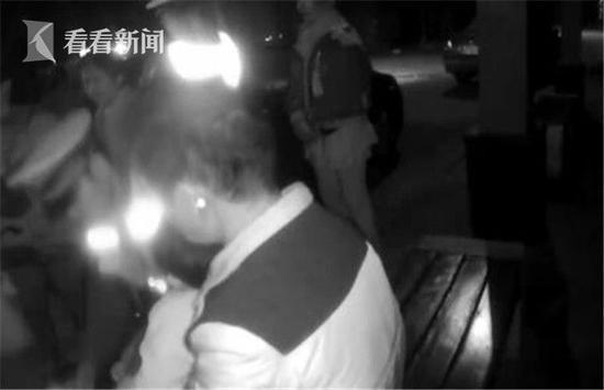 男子酒驾被查拿1岁孙女做挡箭牌 拒绝接受检测