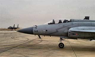 沙特F15战机和枭龙战机并肩演习