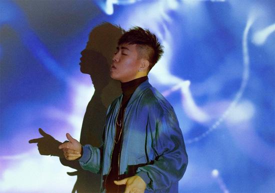 胡彦斌《高手》MV上线 与大提琴女生共同演绎
