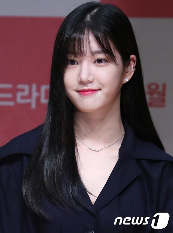 韩演员李侑菲签约935娱乐 与南宫珉成同门