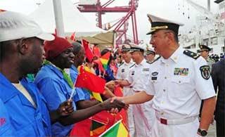 和平方舟离开刚果(布)民众送行