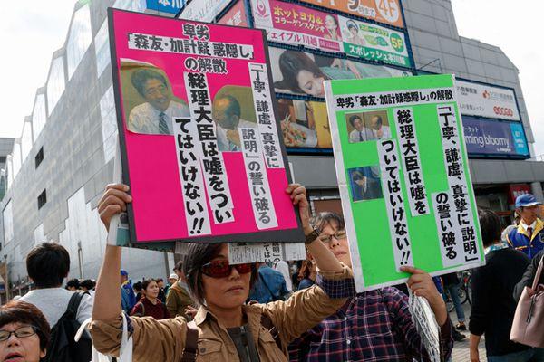 安倍现身崎玉卖力演讲为大选造势 遭民众示威抗议