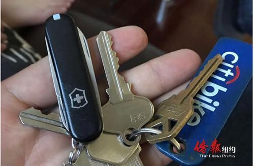 美华裔学生误带折叠刀进校被停课 家长懊悔不已