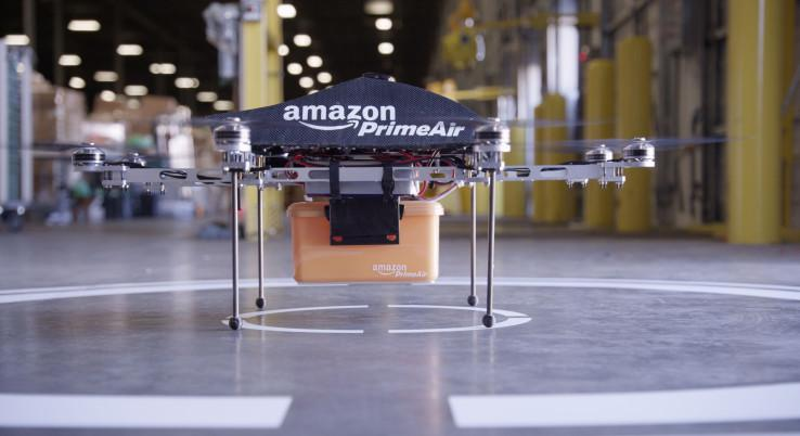 亚马逊申请新专利:想用无人机为抛锚电动汽车充电