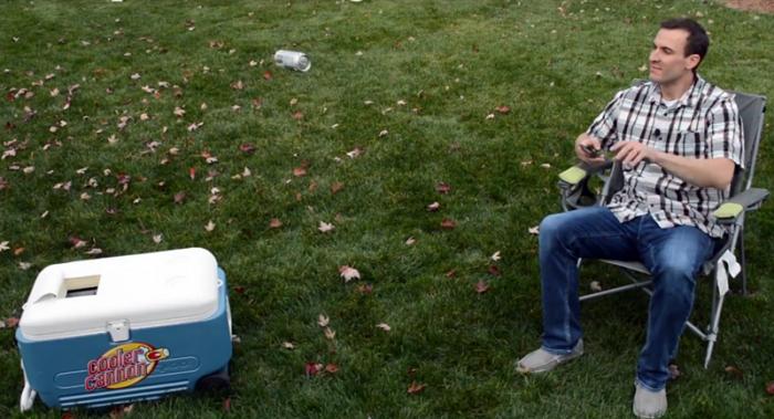 懒癌福音:这款冷藏箱可将啤酒等易拉罐自动抛出