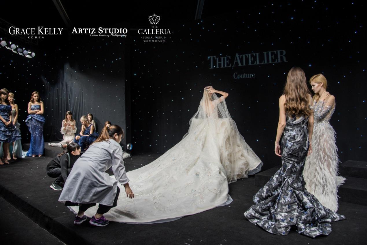 韩国艺匠Artiz Studio首席摄影师金学仲受邀出席The Atelier 2018SS新品发布会 见证时尚浪漫礼服