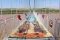 玩的就是心跳!中国首座3D玻璃桥来了