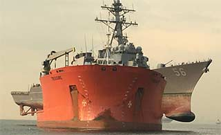 半潜船运麦凯恩号长度不够横着放