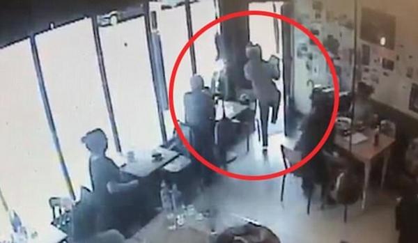 伦敦摩托车歹徒公然入咖啡店抢劫引市民担忧